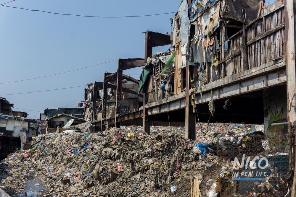Derelict building in Happyland (Manila, Philippines)