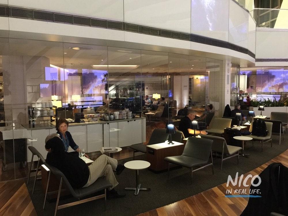 Star Alliance Lounge LAX balcony seating