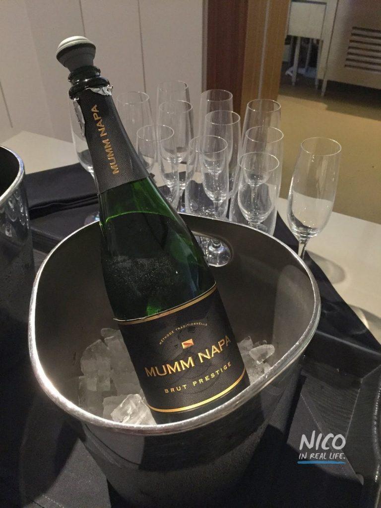 Star Alliance Lounge LAX champagne