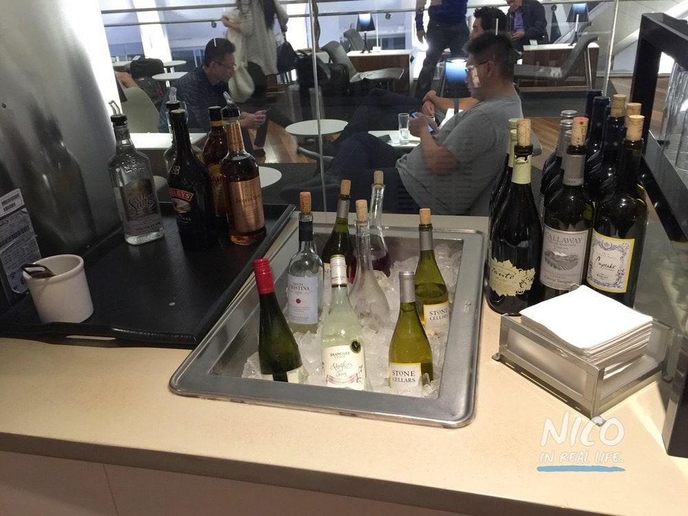 Star Alliance Lounge LAX wines on ice