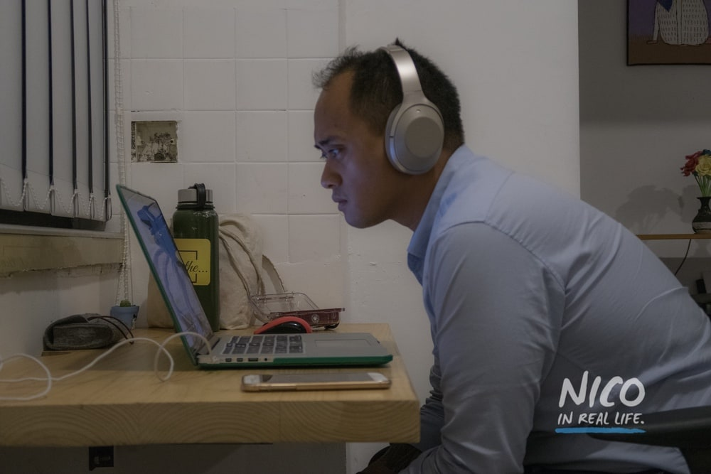 Nico looking at a computer screen